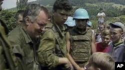 Ratko Mladić u Srebrenici 12. jula 1995.