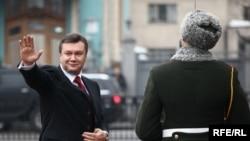 Վիկտոր Յանուկովիչը ժամանում է Գերագույն ռադա երդմնակալության արարողության համար, Կիեւ, 25-ը փետրվարի, 2010թ.