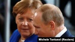 Angela Merkel və Vladimir Putin , arxiv foto