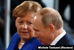 Angela Merkel și Vladimir Putin în 2020.