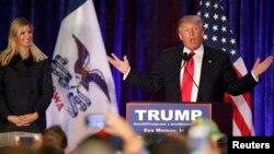 İvanka Trump seçki kampaniyasında atasını dinləyir