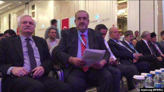 Второй Всемирный конгресс крымских татар. Рефат Чубаров (в центре) 1 августа 2015 года