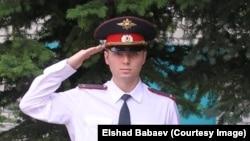 Эльшад Бабаев в бытность лейтенантом российской полиции.