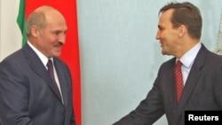 Аляксандар Лукашэнка і Радаслаў Сікорскі, 2010 год