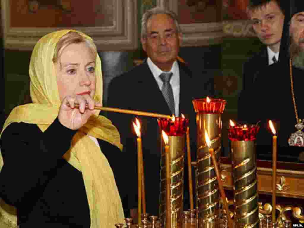 Hillary Clinton vizitează Catedrala Buna Vestire din Kazan