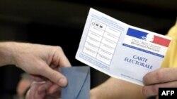انتخابات رياست جمهوری فرانسه از ساعت هشت صبح در حوزه های رای گيری آغاز شد تا يکی از مهمترين اتفاق های سياسی در چند دهه گذشته در اين کشور شکل گيرد.