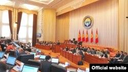Қырғызстан парламентінің отырысы. Бішкек, 16 шілде 2012 жыл. (Көрнекі сурет).