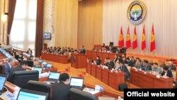 Заседание Жогорку Кенеша, Бишкек, 5 июля 2012 года.