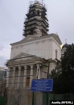 Кырымтатар мәдәният үзәге төзеләчәк урыннан 500 метр ераклыктагы Александр Невский соборы 9 катлы бина югарылыгында булса да хакимият моңа каршы чыкмады