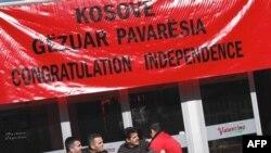 آلبانی تبارهای کوزوو از مذاکره ناامید شده و خواستار استقلال هستند(عکس:AFP)