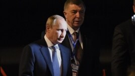Владимир Путин сходит с самолета в Брисбене. 14 ноября