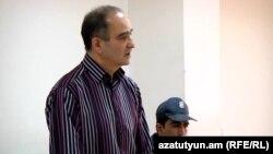 Գործարար Աշոտ Սուքիասյանը դատարանի դահլիճում, արխիվ