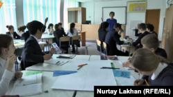 Школьники в Казахстане. Иллюстративное фото.