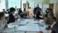 Талғар ауданындағы үш тілді мектептегі ағылшын тілінде өтіп жатқан математика сабағы. Алматы облысы, 16 наурыз 2016 жыл.