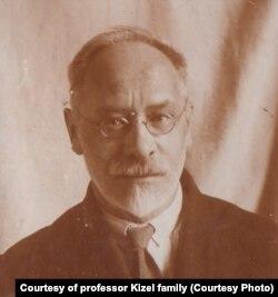 Профессор Александр Робертович Кизель (примерно 1940 год)