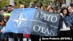 Сторонники евроатлантической интеграции отмечают 66-ю годовщину создания НАТО. Подгорица, апрель 2015 года