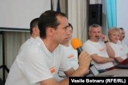 Nicolae Dandiș vorbind la masa rotundă a Europei Libere, Cahul, 5 august