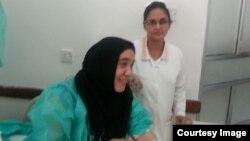 Медсестра из Таджикистана Гульрухсор Рофиева (на переднем плане), побывавшая в плену у боевиков в Йемене. 10 февраля 2015 года.