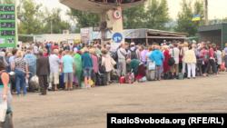 Черга на КПВВ «Станиця Луганська»