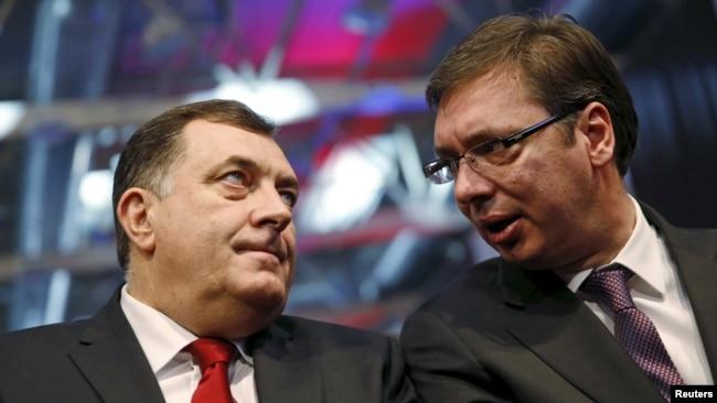 Nemam nikakvu dilemu da ljudi iz političkog vrha Srbije podržavaju Dodika u svemu što radi: Dejan Ilić; Na fotografiji Milorad Dodik (L) i Aleksandar Vučić (D)