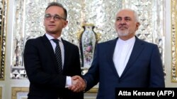 Iranian Foreign Minister Mohammad Javad Zarif (right) greets his German counterpart Heiko Maas in Tehran on June 10.