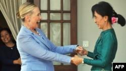 Встреча Хиллари Клинтон с лауреатом Нобелевской премии мира Аун Сан Су Чжи