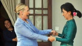 U.S. Secretary of State Hillary Clinton (left) met with Burmese democracy icon Aung San Suu Kyi in Yangon in December 2011.