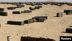 Сирт қаласынан шамамен 130 шақырымдай жерде жатқан қару-жарақ жәшіктері. Ливия, 30 қазан 2011 жыл.