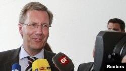 Германия -- Төмөнкү Саксониянын премьер-министри Кристиан Вулф. Аны кызматтан кеткен президент Хорст Келлердин ордун басканга башкы талапкер деп аталууда.