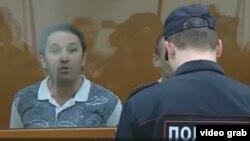 Один из осужденных заявляет о своей невиновности. Скриншот с репортажа телеканала NTV