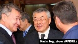 Даниал Ахметов (слева), бывший премьер-министр страны, бывший аким Павлодарской и Северо-Казахстанской областей.