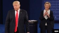Дональд Трамп і Гілларі Клінтон під час президентських дебатів, 9 жовтня 2016 року