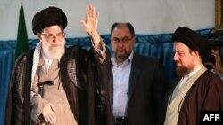 Deyilənlərə görə Khomeini-ni ali rəhbərin özü dəstəkləyir