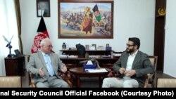 حمدالله محب مشاور امنیت ملی افغانستان (راست) حین ملاقات با الکساندر مانتیتسکی سفیر روسیه در کابل. May 15 2019