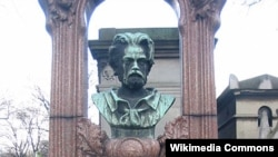 Emile Zola. Məzarüstü heykəl
