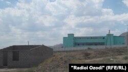 Вид на здание колонии в Худжанде