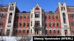 Здание больницы, построенной бельгийцами более 100 лет назад