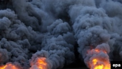 Пожар на нефтяном хранилище в Ливии, возникший в результате боевых действий, приведет к падению экспорта ливийской нефти.