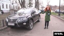 Протягом кількох днів журналісти спостерігали біля МОЗ одну автівку – за даними «Схем», вона зареєстрована на Галину Довганчин