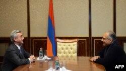 Սերժ Սարգսյանը եւ Րաֆֆի Հովհաննիսյանը հանդիպում են նախագահի նստավայրում, 21-ը փետրվարի, 2013