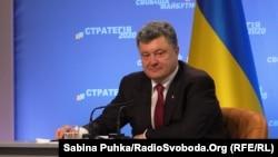 Ուկրաինայի նախագահ Պետրո Պորոշենկոն Կիևում ասուլիսի ժամանակ ներկայացնում է «Ռազմավարություն - 2020» ծրագիրը, 25-ը սեպտեմբերի, 2014թ․