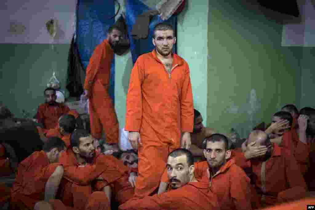 Информационное агентство AFP сообщает, что в этой тюрьме в городе эль-Хасака находится около пяти тысяч боевиков экстремистской группировки «Исламское государство».