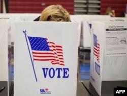 تصویری از یک صندوق رایگیری در انتخابات مقدماتی ایالت نیوهمپشایر در سال ۲۰۱۲