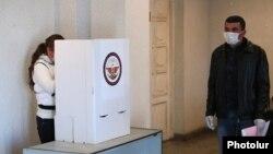 Արցախ - Քվեարկությունը Ստեփանակերտի ընտրատեղամասերից մեկում, 31-ը մարտի, 2020թ.