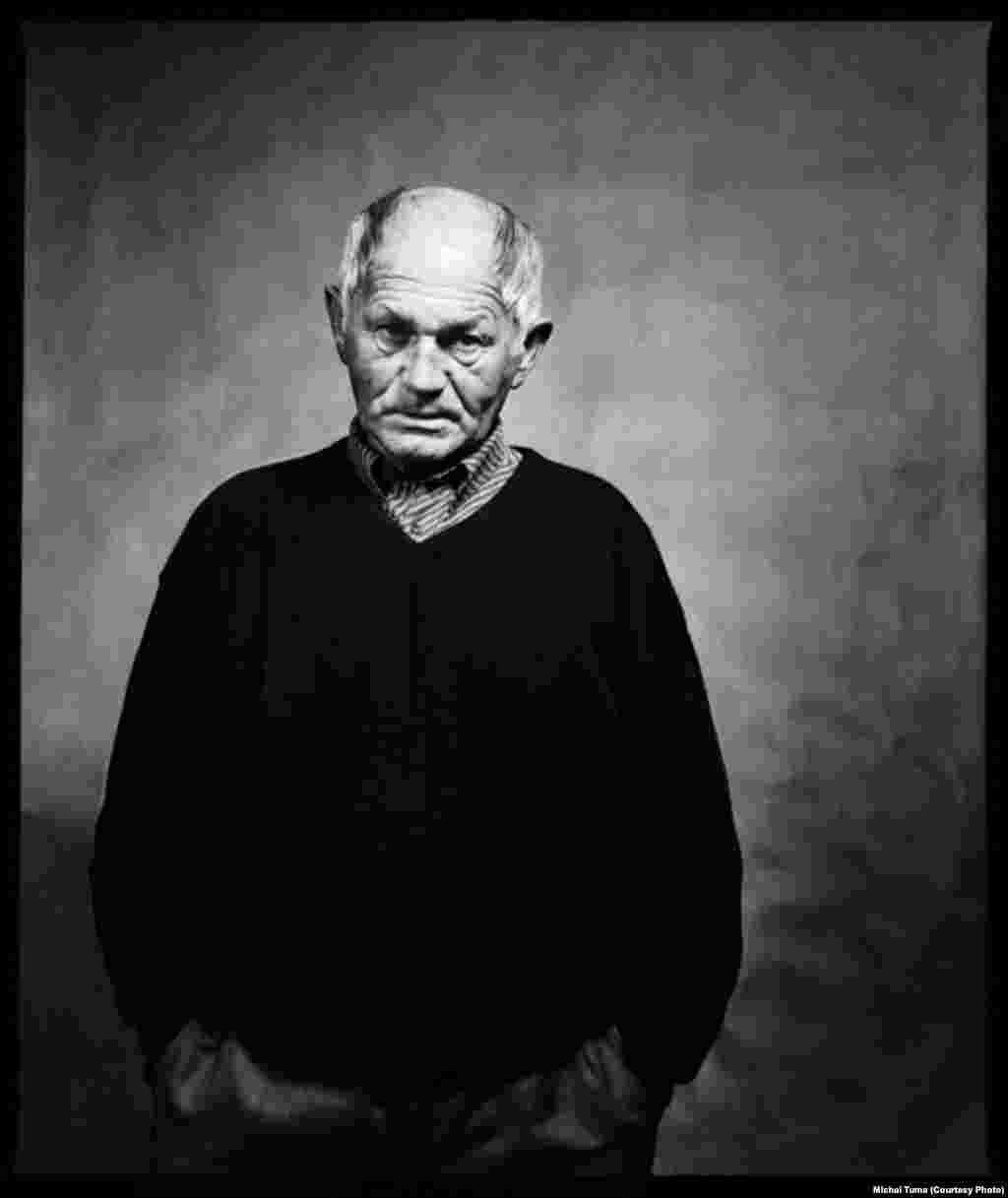 "Hrabal was buried in his family's crypt in a cemetery in Hradistko, just outside Prague. According to his wishes, he was buried in an oak coffin with the inscription ""Pivovar Polna"" (""Polna Brewery""), the place where his mother and stepfather met."