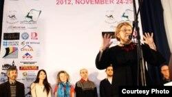 Роза Отунбаева на первом фестивале в Бишкеке в 2012ом году.