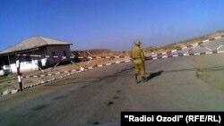 Пограничный контроль на таджикско-афганской границе.