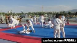 Türkmenistanda geçirilýän köpçülikleýin sport çäreleri