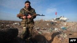 Проросійський бойовик біля Луганська, архівне фото