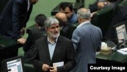 علی مطهری: موضوع خودکشی سینا قنبری از جمله مواردی است که در بازدید نمایندگان مجلس از زندان اوین بررسی میشود.
